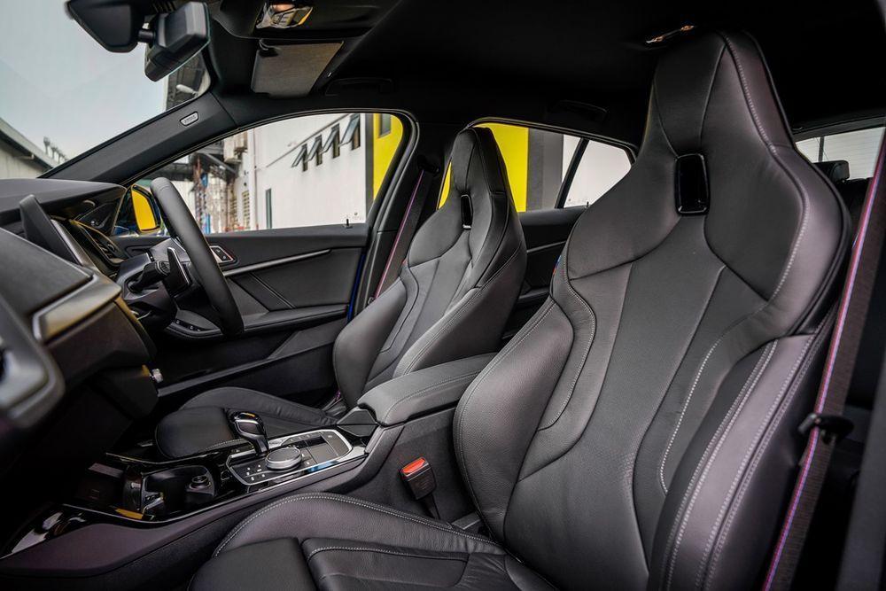 bmw m135 vs mercedes-amg a35 seats merc