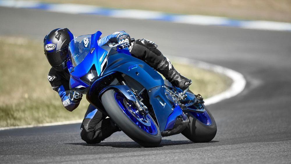 Yamaha R7 2022 Blue Riding