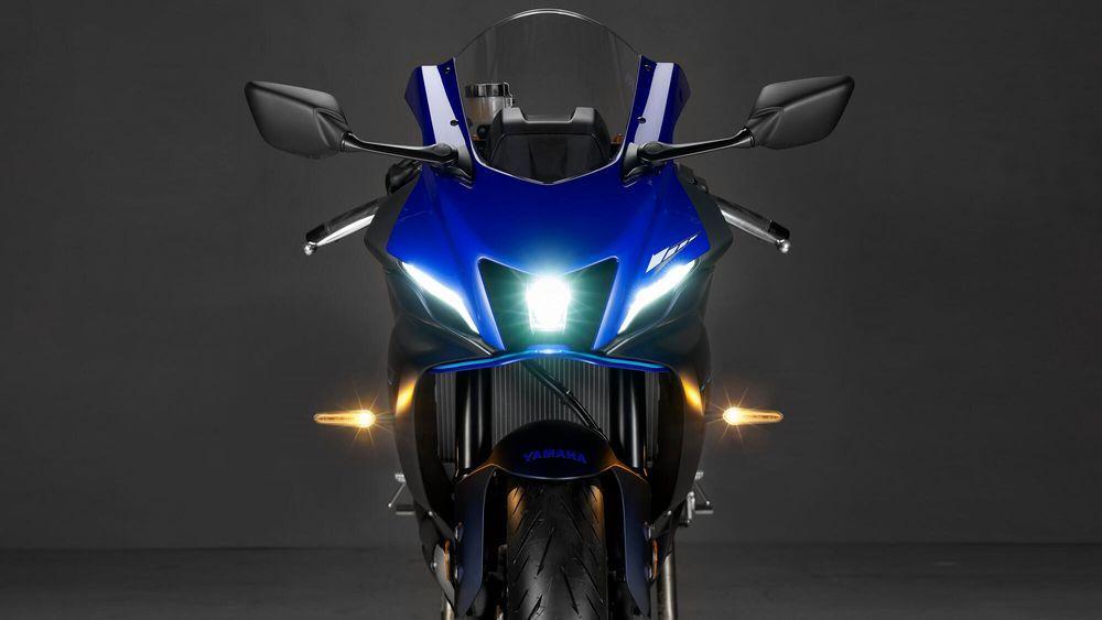 Yamaha R7 2022 Front