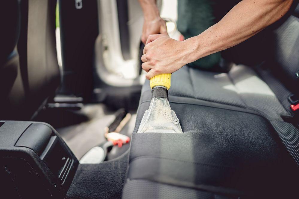 5 วิธีดับกลิ่นในรถยนต์