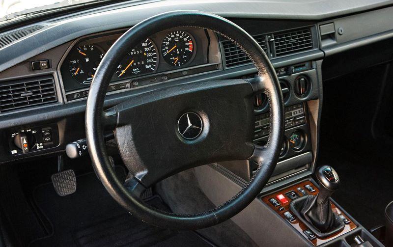 พวงมาลัย Mercedes-Benz 190E