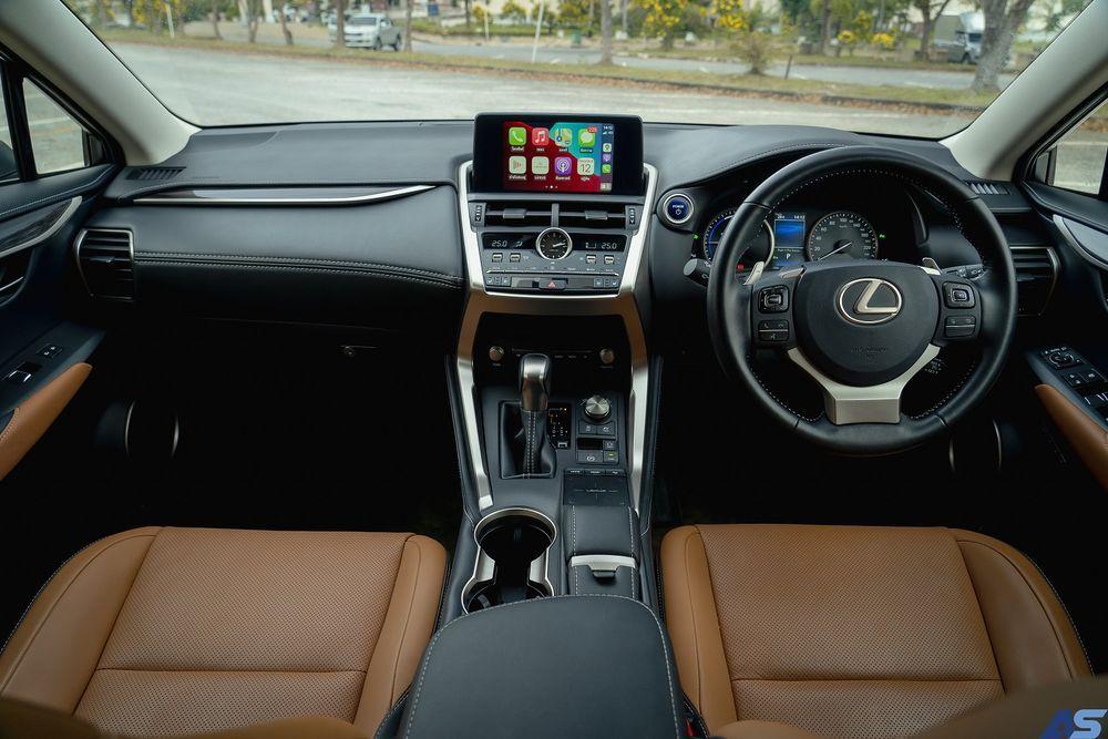 ดีไซน์ภายใน Lexus NX 300h