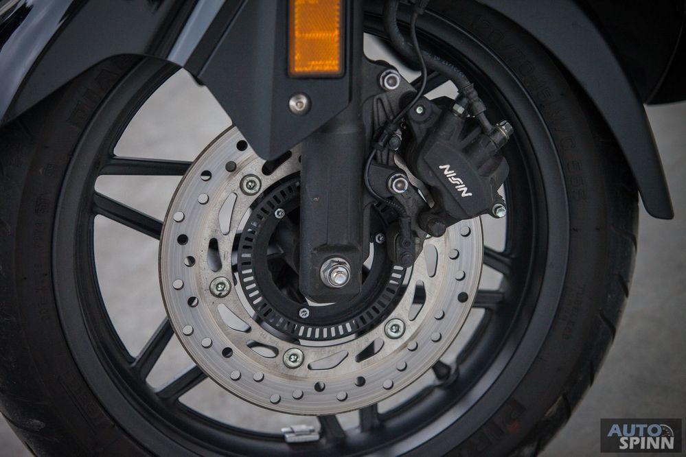 Pirelli รุ่น Diablo scooter