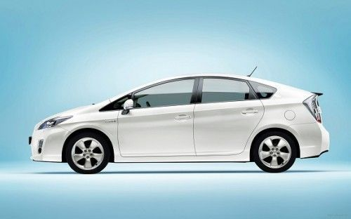 2010_toyota_prius-wide