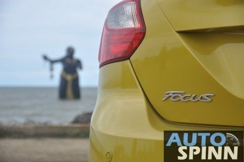 2012-Ford-Focus2000-TestDrive_07