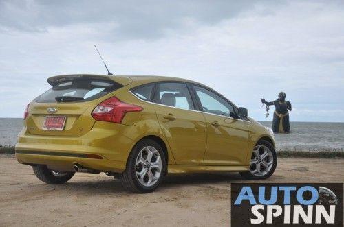 2012-Ford-Focus2000-TestDrive_09