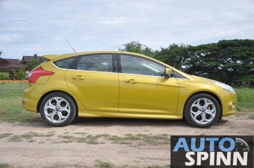 2012-Ford-Focus2000-TestDrive_14