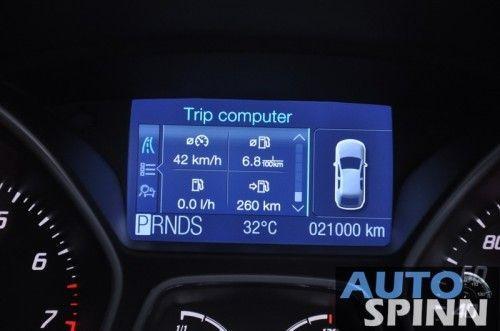 2012-Ford-Focus2000-TestDrive_92