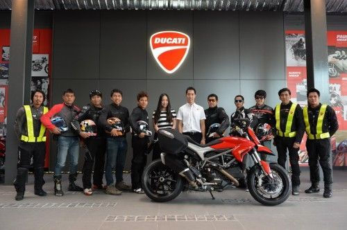 2013-Ducati-Hyperstrada-GroupTest-PhotoTeam_03