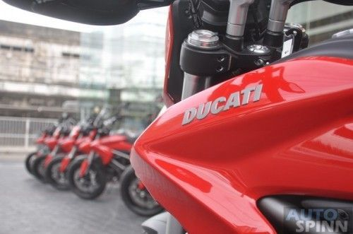 2013-Ducati-Hyperstrada-GroupTest-Pon_02