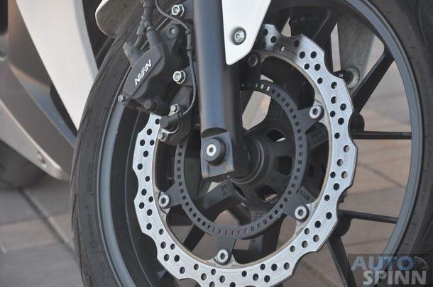 https://img.icarcdn.com/autospinn/body/2013-Honda-CBR500R-TestRide_026_610.jpg