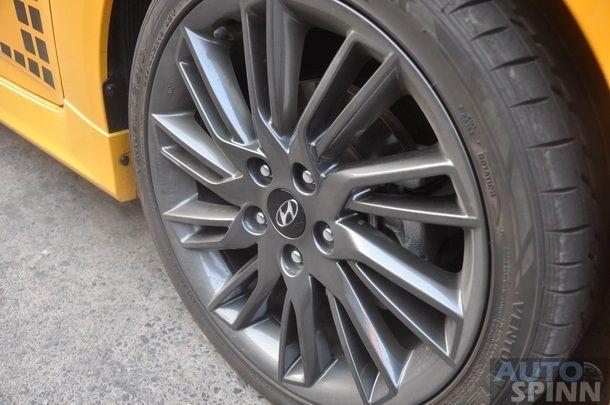 2013-Hyundai-Veloster-TestDrive-Pon_075