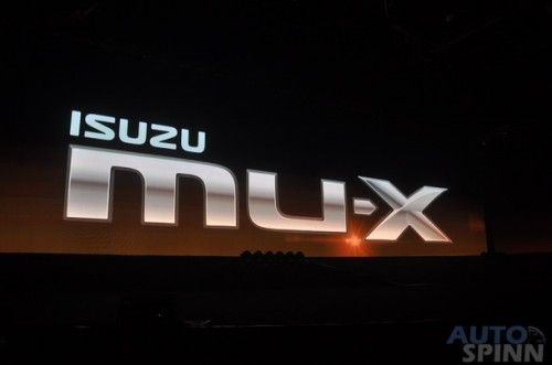 2013-Isuzu-MU-X-World-Debut_023
