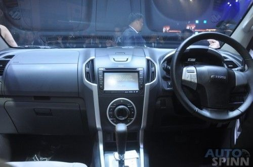 2013-Isuzu-MU-X-World-Debut_065