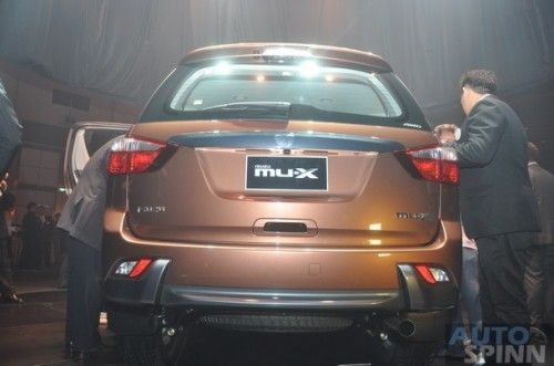 2013-Isuzu-MU-X-World-Debut_099