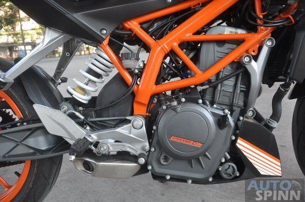 2013-KTM-Duke390-TestRide_14