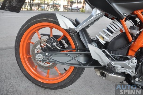 2013-KTM-Duke390-TestRide_15