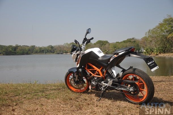 2013-KTM-Duke390-TestRide_53