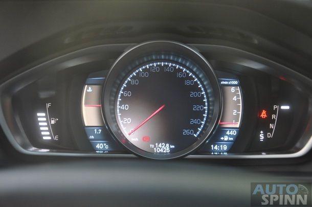 2013-Volvo-V40-TestDrive-Pon_029