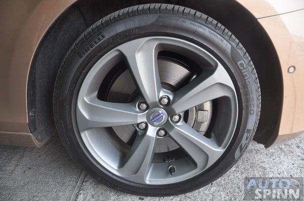 2013-Volvo-V40-TestDrive-Pon_055