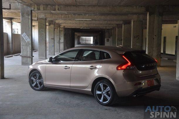 2013-Volvo-V40-TestDrive-Pon_073