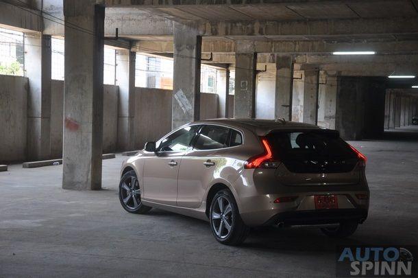 2013-Volvo-V40-TestDrive-Pon_075