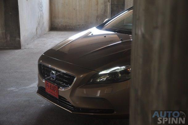 2013-Volvo-V40-TestDrive-Pon_082