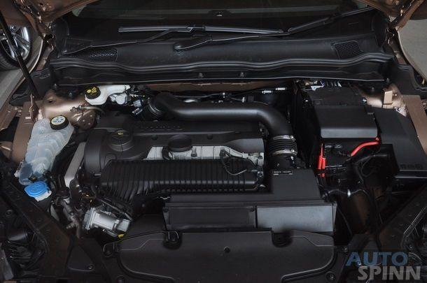 2013-Volvo-V40-TestDrive-Pon_086