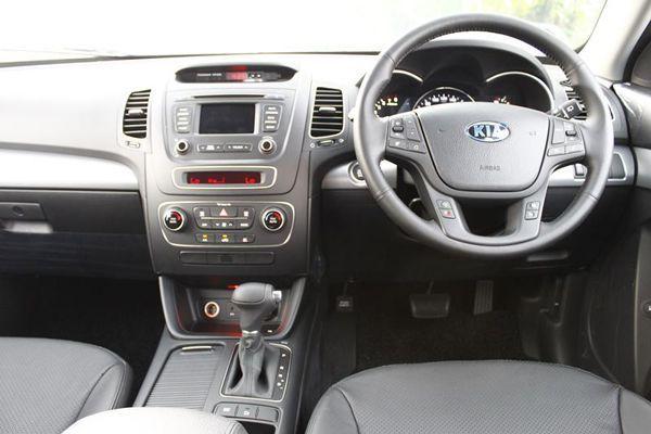 https://img.icarcdn.com/autospinn/body/2013-kia-sorento-test-drive-140.jpg