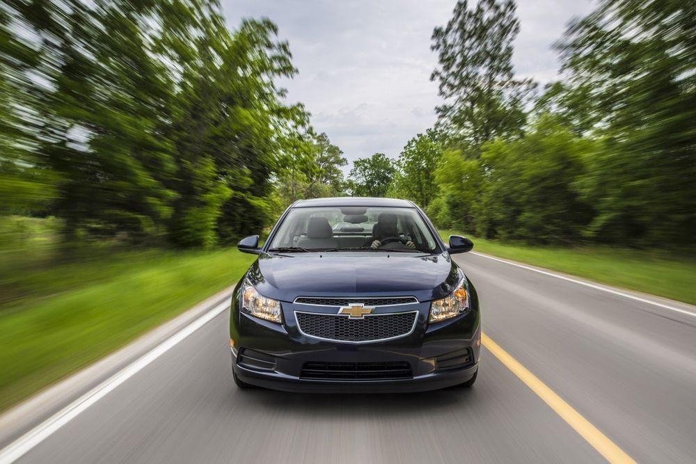 https://img.icarcdn.com/autospinn/body/2014-Chevrolet-Cruze-TD-3.jpg