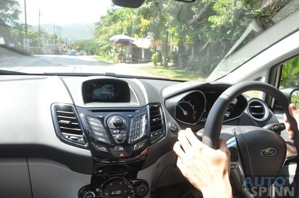 https://img.icarcdn.com/autospinn/body/2014-Ford-Fiesta-Ecoboost-Group-Test_30.jpg