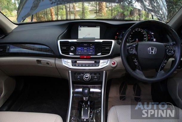 2014-Honda-Accord-Hybrid-Tech-TestDrive75