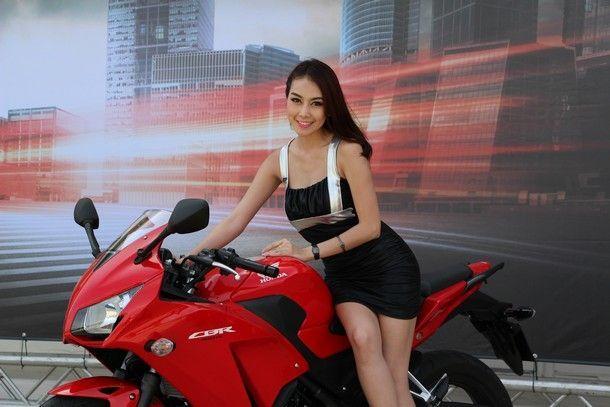 2014-Honda-CBR300R143