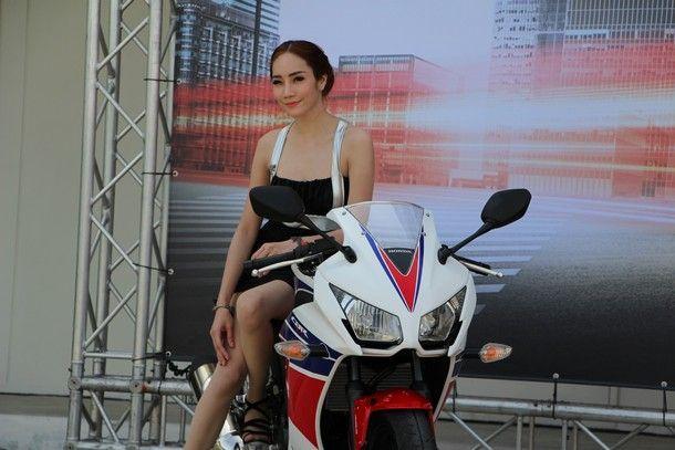 2014-Honda-CBR300R144