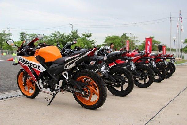 2014-Honda-CBR300R29