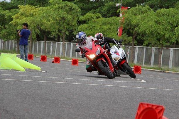 2014-Honda-CBR300R47