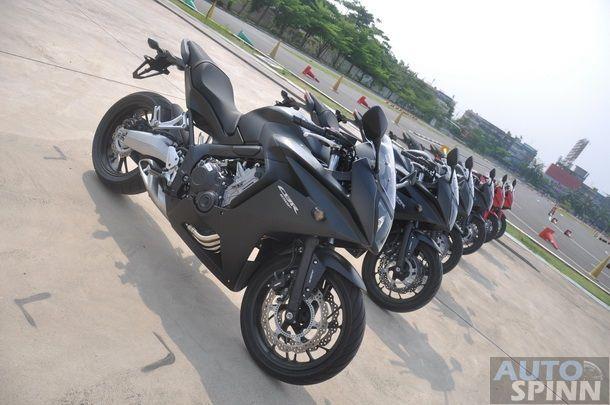 2014-Honda-CBR650f-CB650f-1st-Test_008