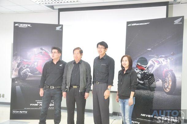 2014-Honda-CBR650f-CB650f-1st-Test_034