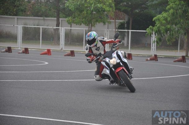 2014-Honda-CBR650f-CB650f-1st-Test_049