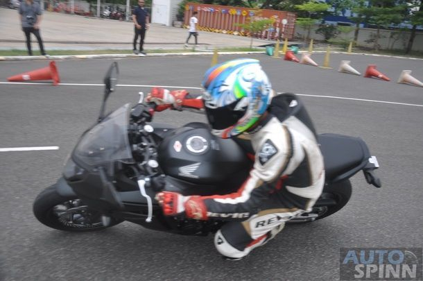 2014-Honda-CBR650f-CB650f-1st-Test_066