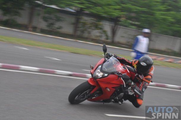 2014-Honda-CBR650f-CB650f-1st-Test_090
