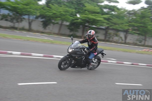 2014-Honda-CBR650f-CB650f-1st-Test_092