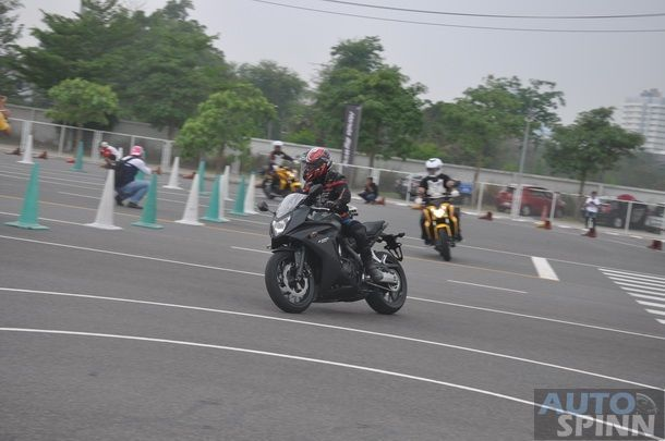 2014-Honda-CBR650f-CB650f-1st-Test_095