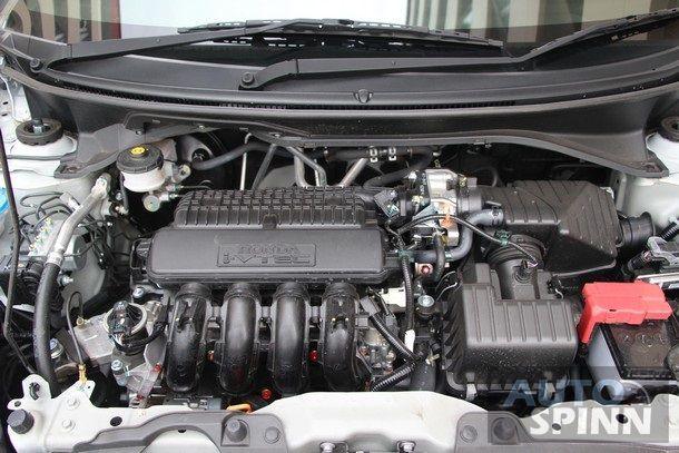 2014-Honda-Mobilio-RS-TestDrive31