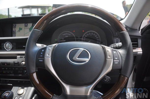 2014-Lexus-ES300h-GroupTest_04