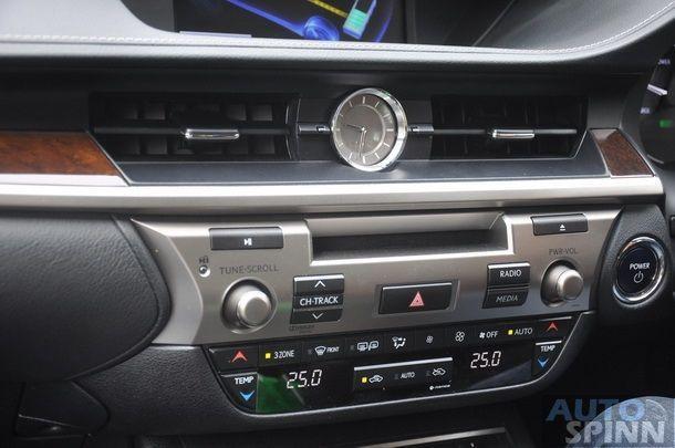 2014-Lexus-ES300h-GroupTest_16
