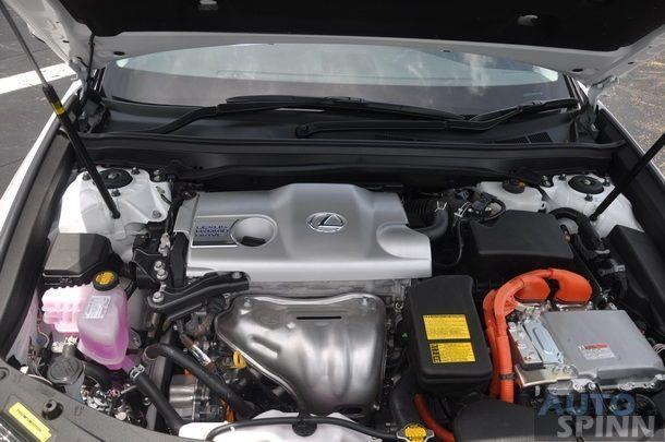 2014-Lexus-ES300h-GroupTest_58