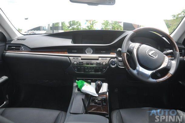 2014-Lexus-ES300h-GroupTest_65