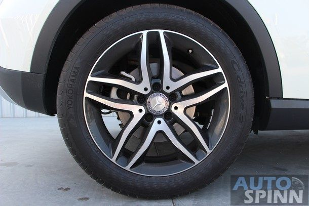 2014-Mercedes-Benz-GLA-TestDrive106