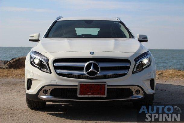 2014-Mercedes-Benz-GLA-TestDrive37